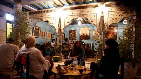 تونس تحظر الشيشة في المطاعم بإطار تشديد قيود كورونا