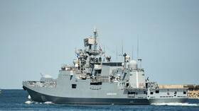 فرقاطة روسية تتابع مدمرة أمريكية في البحر الأسود