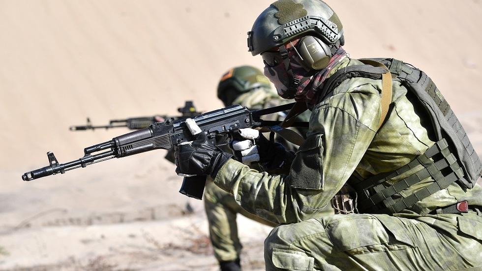 قوات الاستطلاع في الجيش الروسي تستعرض إمكانياتها أرضا وجوا