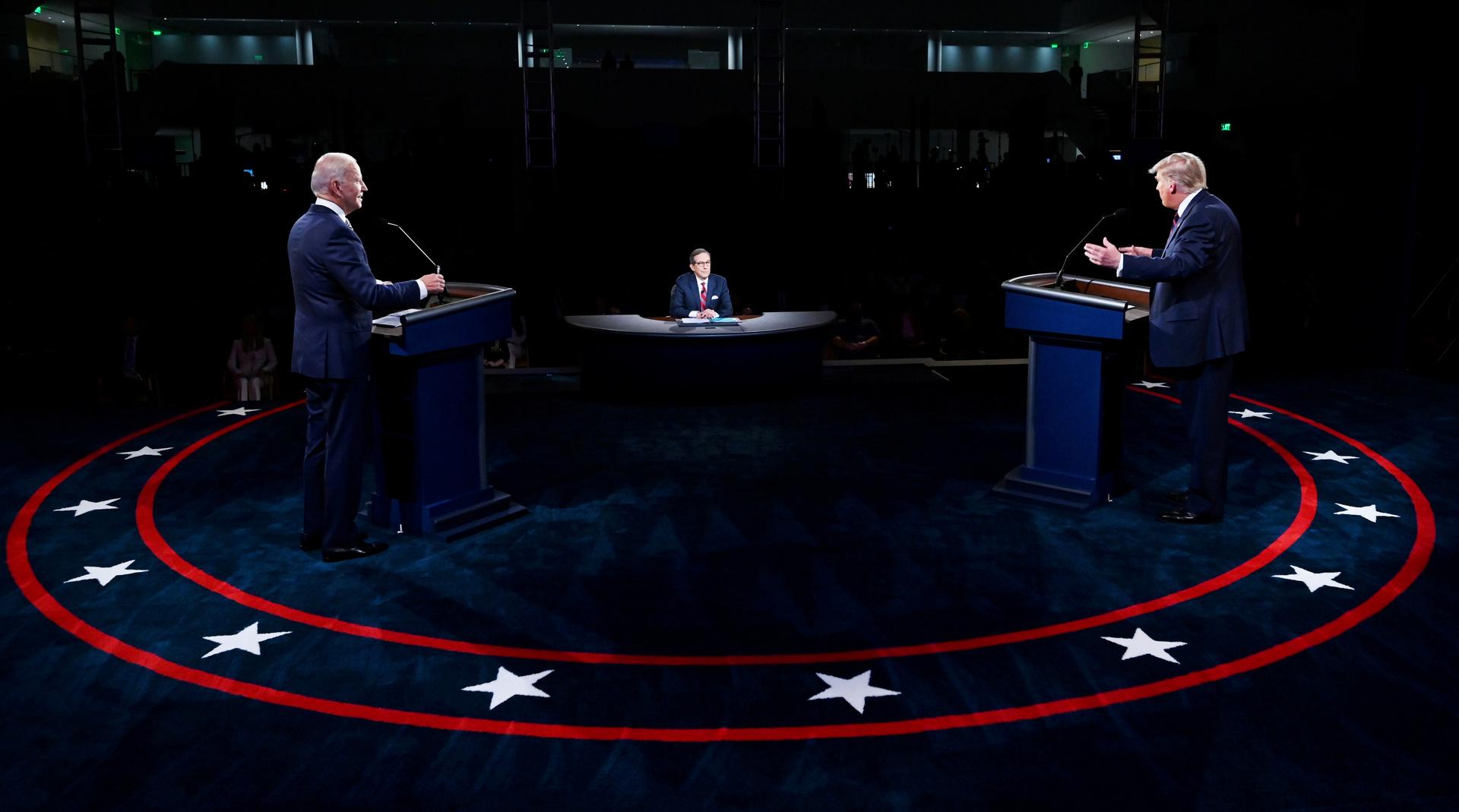 استطلاع: أكثر من نصف الأمريكيين يعتبرون بايدن الفائز في المناظرة مع ترامب