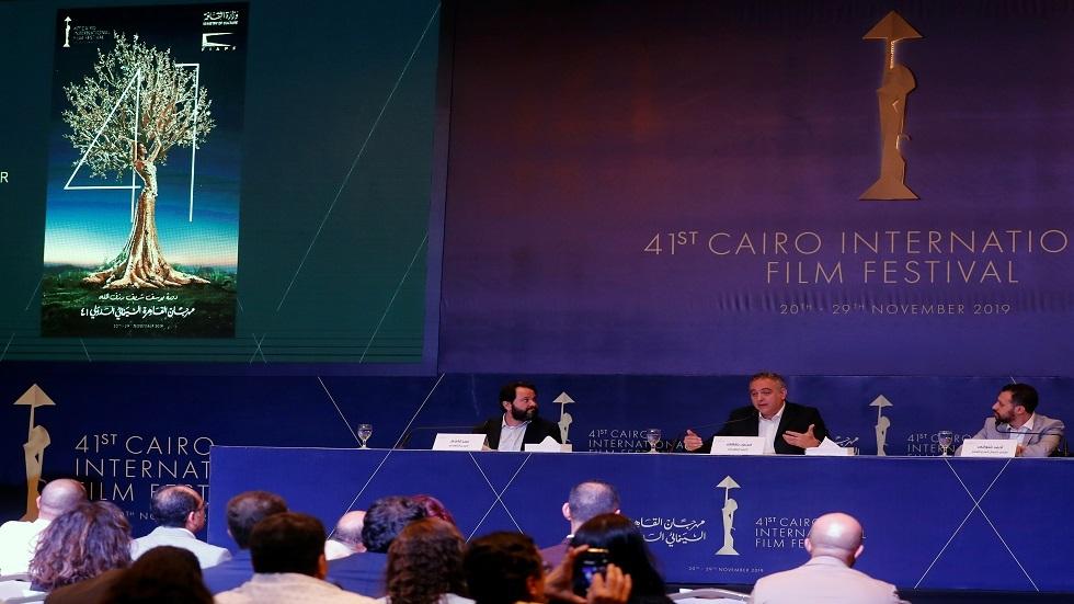 محمد حفظي رئيس مهرجان القاهرة السينمائي الدولي يتحدث خلال مؤتمر صحفي في فندق سميراميس انتركونتيننتال القاهرة
