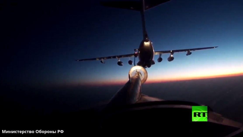 بالفيديو.. تزويد قاذفة القنابل الاستراتيجية تو-95 بالوقود أثناء تحليق ليلي