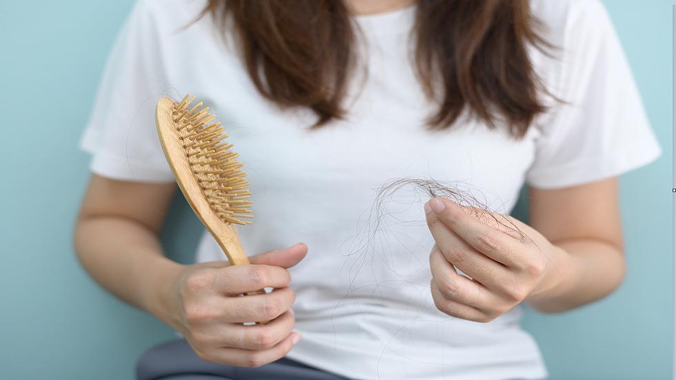 اكتشاف طريقة جديدة لمكافحة ترقق وتساقط الشعر!