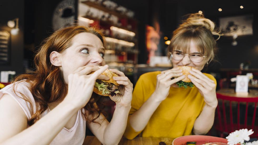 خبراء: تناول المزيد من الطعام قد يكون مفتاحا لفقدان الوزن!