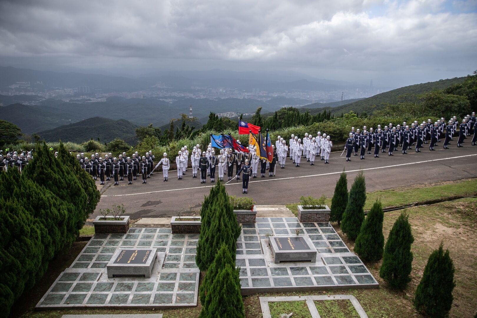 تايوان تشيع رئيسها السابق (صور)