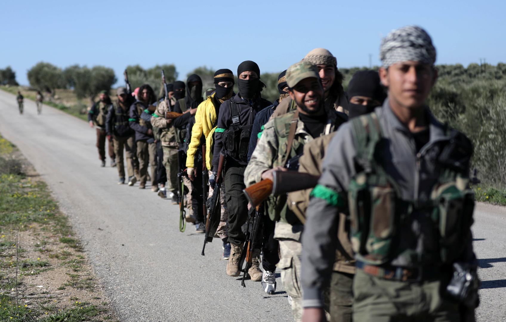 عناصر للفصائل المسلحة السورية الموالية لتركيا في عفرين - صورة أرشيفية