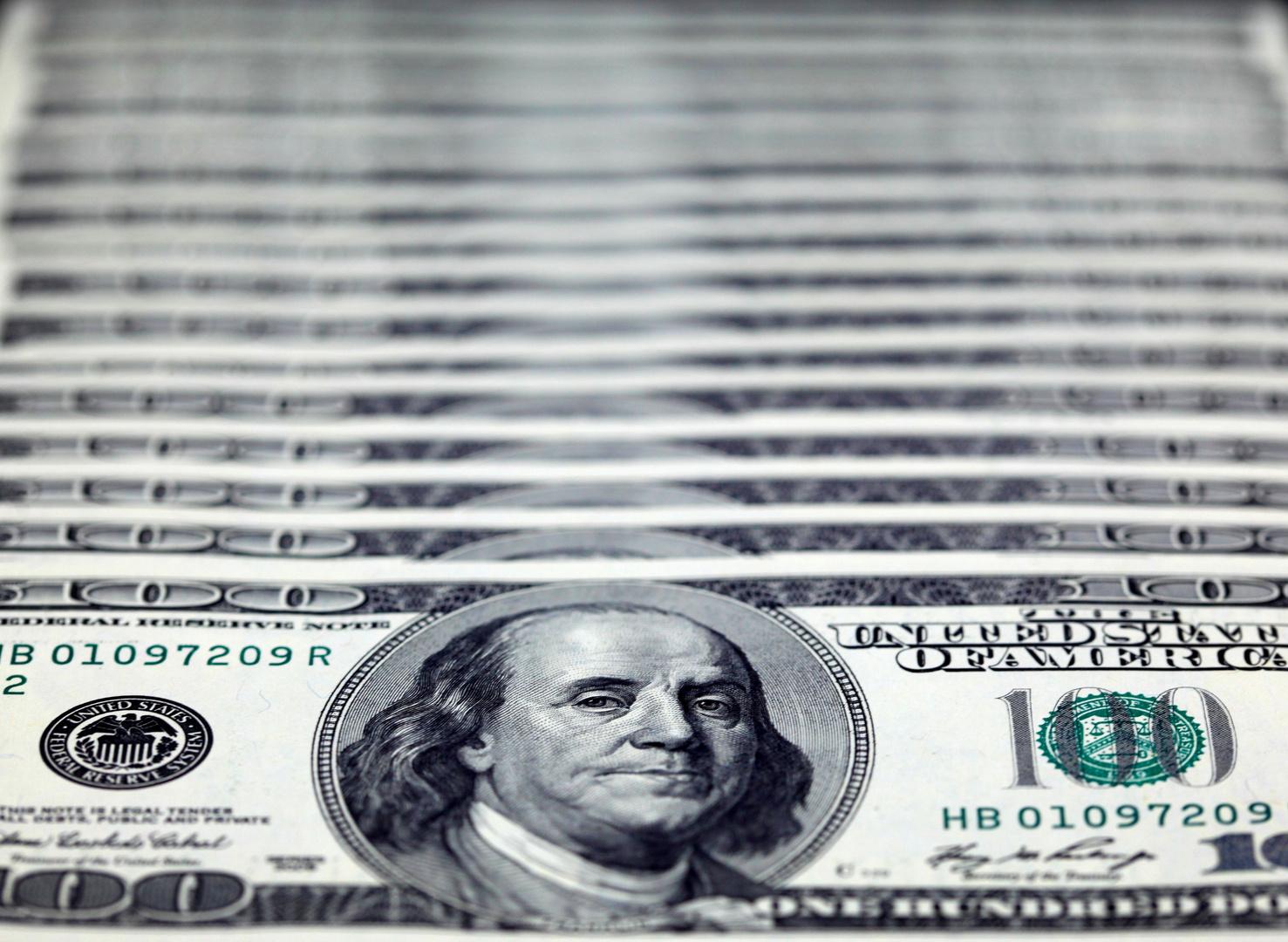 رجل يكسب 2.8 مليون دولار من تداول الأسهم الجانبية