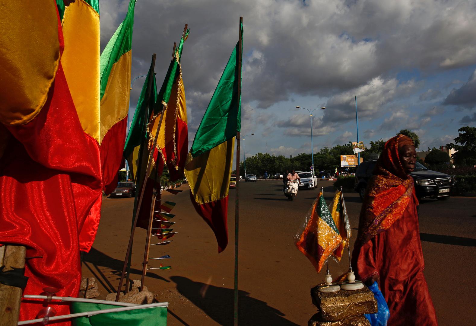 مصادر استخباراتية: حكومة مالي الجديدة ساعدت في إطلاق سراح الرهائن الغربيين