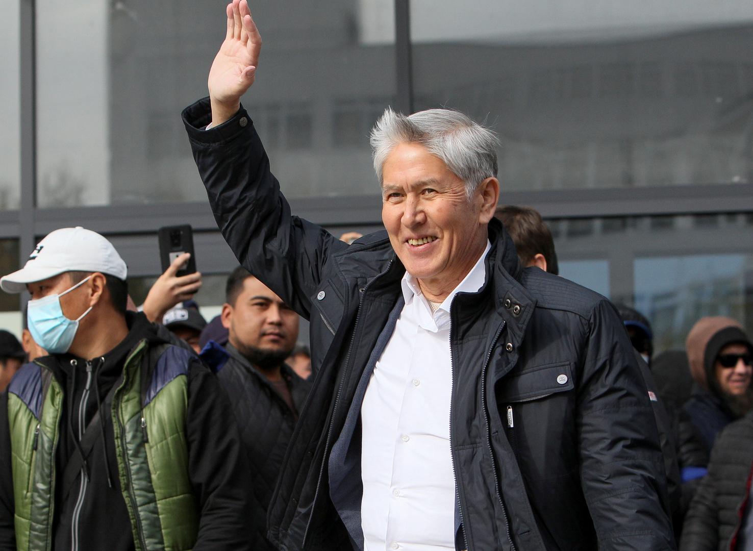 قرغيزستان.. اعتقال الرئيس السابق أتامباييف بعد يوم من تعرضه لإطلاق الرصاص