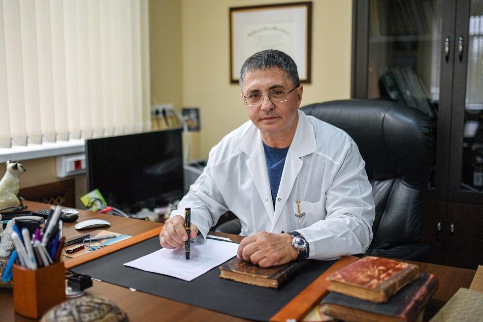 الطبيب ومقدم البرامج التلفزيونية الطبية المعروف ألكسندر مياسنيكوف