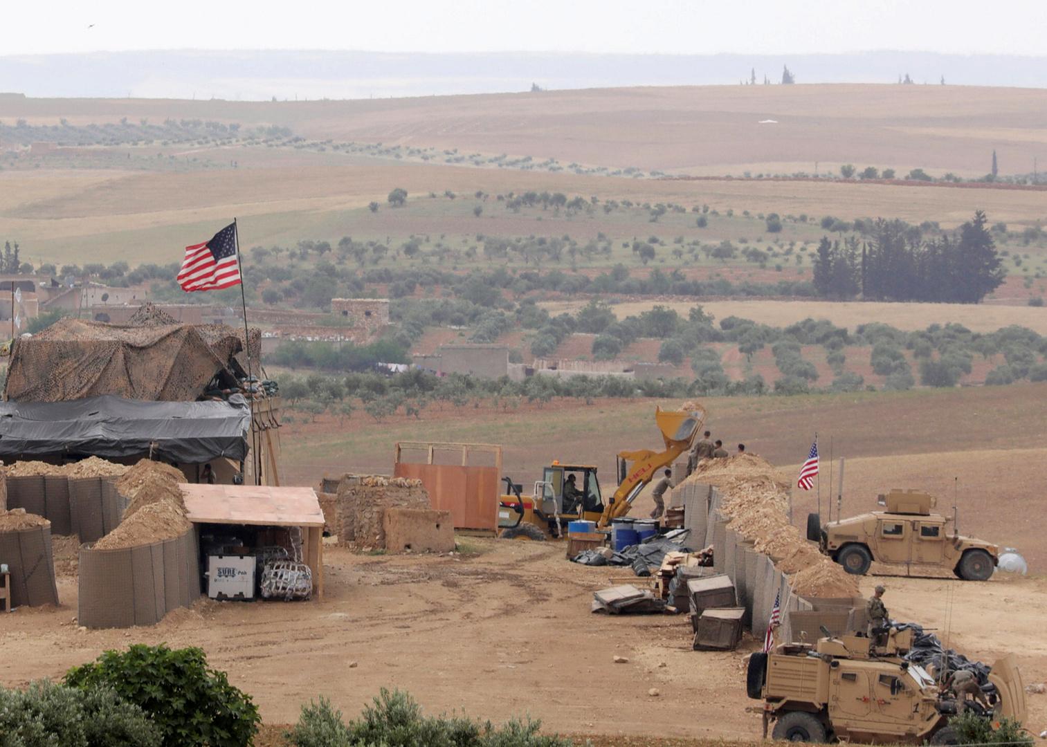 بالفيديو: القوات الأمريكية تعزز مواقعها في الحسكة السورية