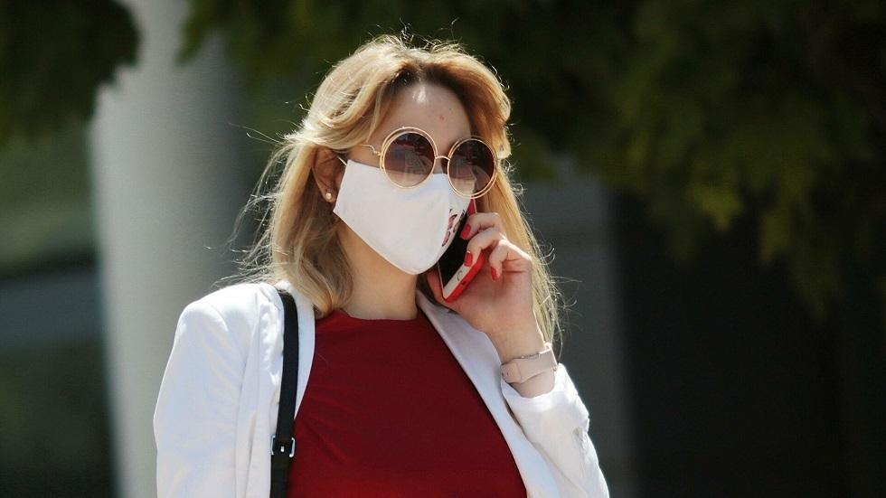عوامل تؤثر في بقاء الفيروس التاجي حيا على الهواتف الذكية