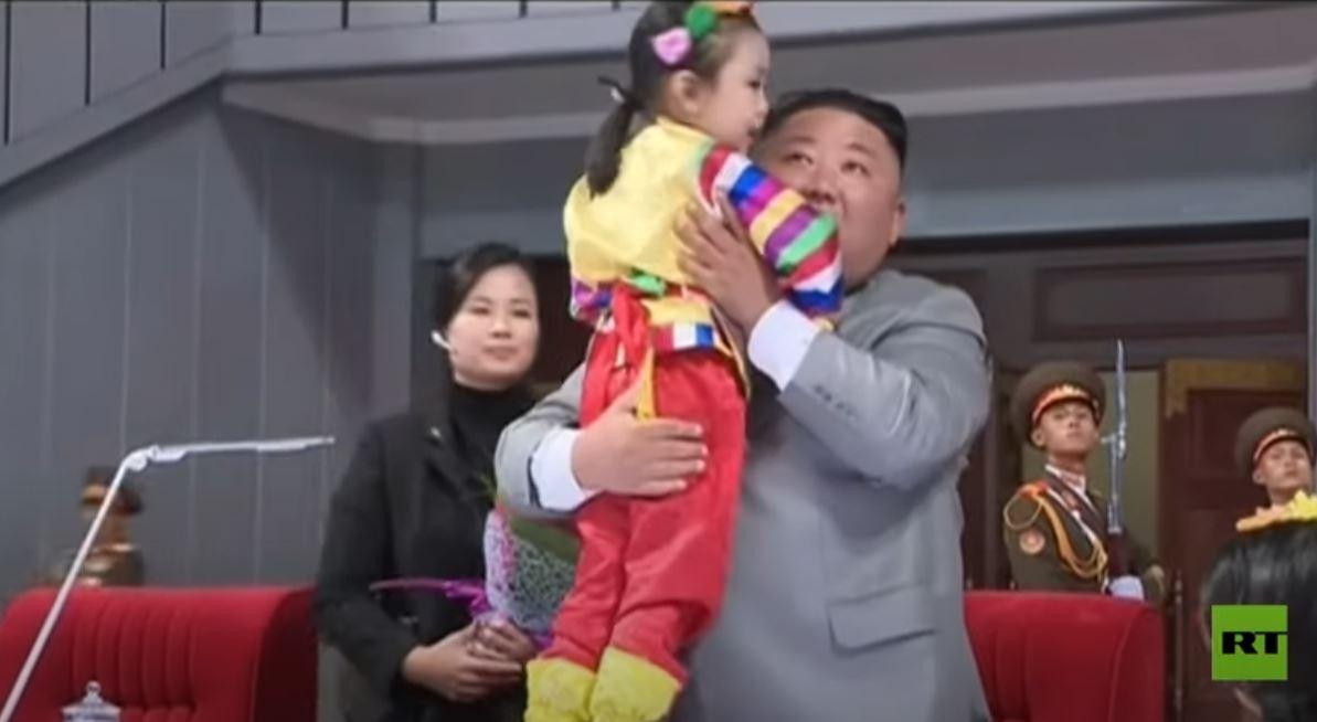كيم جونغ أون يحضر حفلا رياضيا وفنيا ضخما