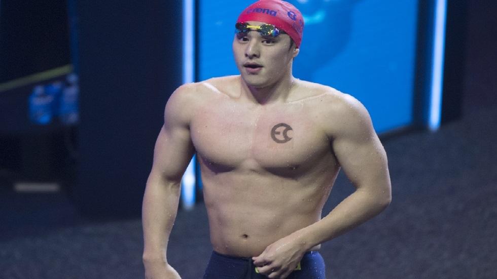 بطل العالم في السباحة ينجو من إيقاف أولمبي بعد تورطه في فضيحة أخلاقية