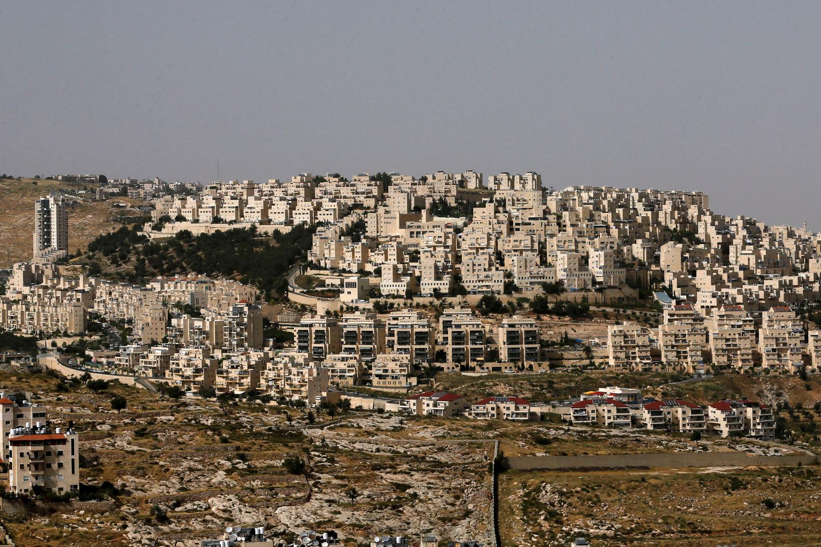 بعد أقل من شهر على اتفاقيتي التطبيع.. إسرائيل توافق على بناء وحدات استيطانية جديدة في الضفة