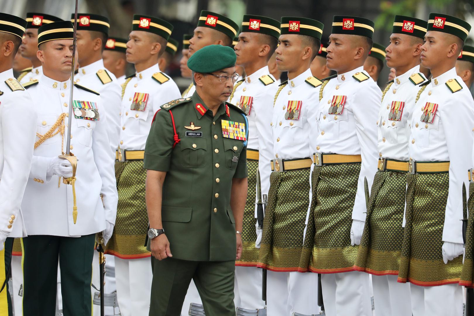 ملك ماليزيا يحث ساسة بلاده على حل خلافاتهم