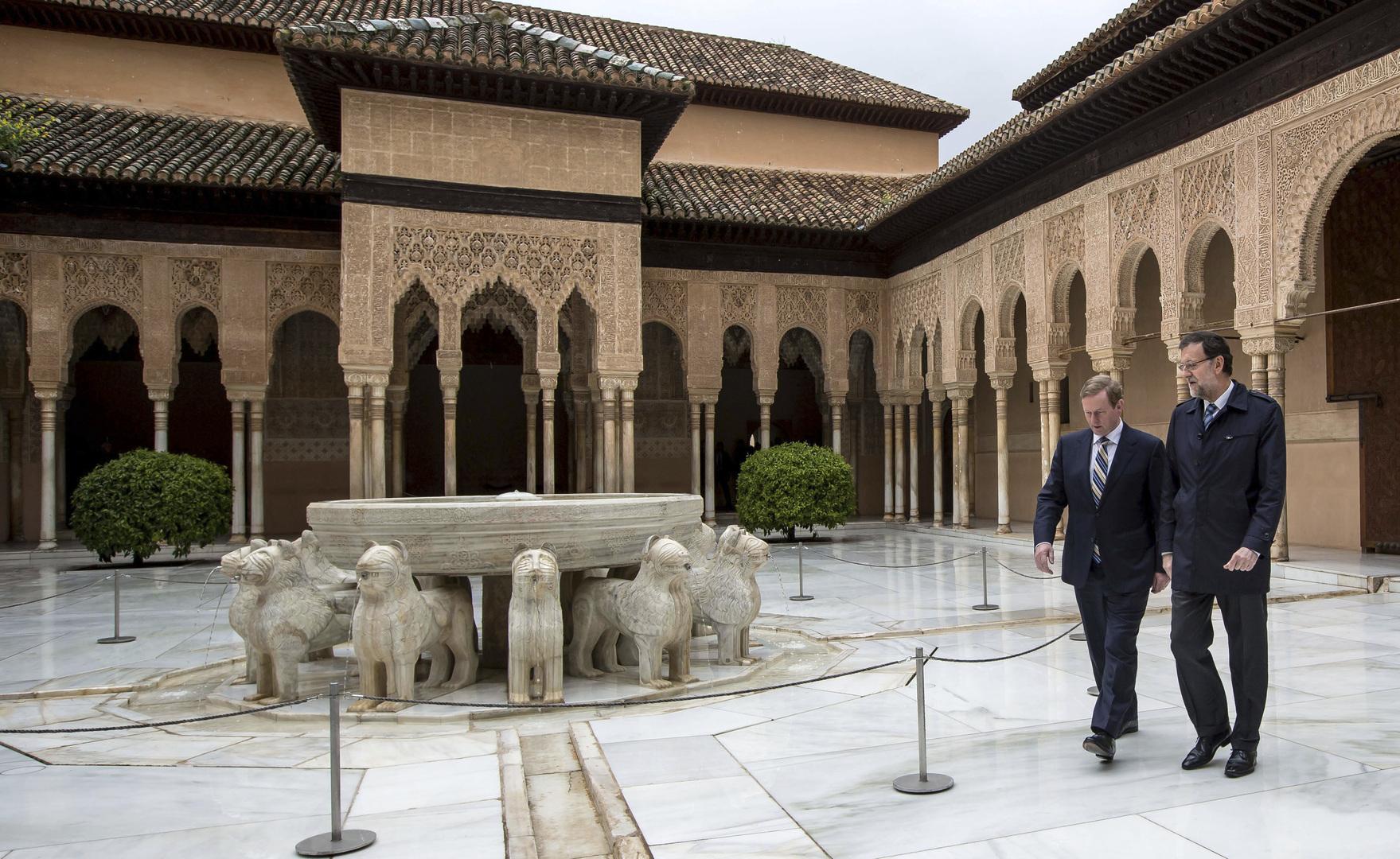 قصر الحمراء. رئيس الحكومة الإسباني الأسبق في ساحة الأسود. أرشيف