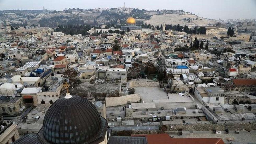 الطواقم الطبية الفلسطينية تتقصى لمعرفة سبب حالات التسمم في أبو ديس والعيزرية في قضاء القدس