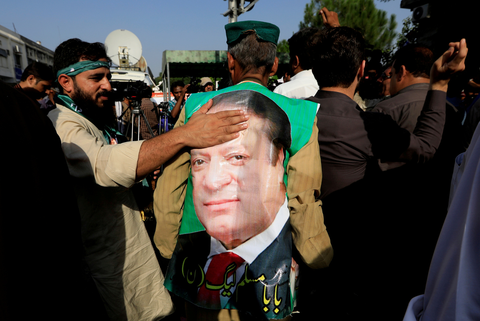 نواز شريف يتهم قائد الجيش الباكستاني بالإطاحة بحكومته