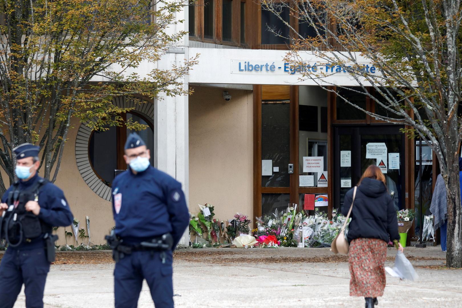 المدعي العام الفرنسي: أخت أحد الموقوفين في قضية قتل المدرس كانت عضوا في