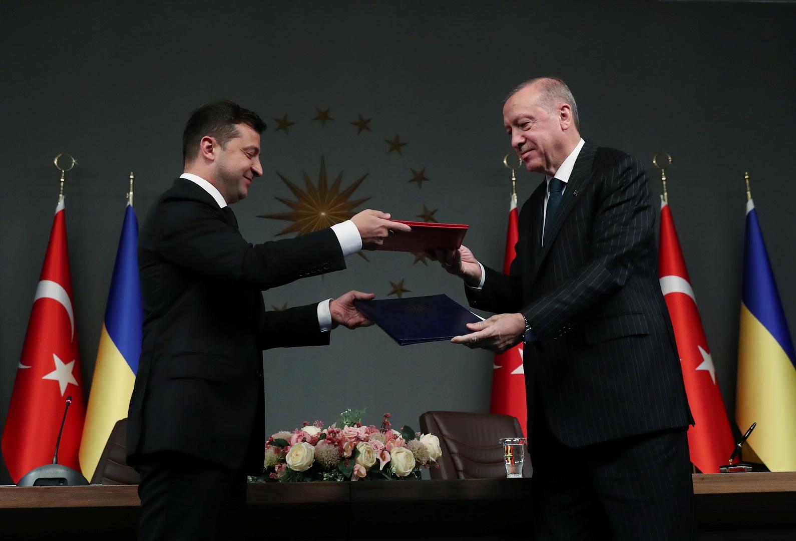 الرئيسان الأوكراني، فلاديمير زيلينسكي، والتركي، رجب طيب أردوغان