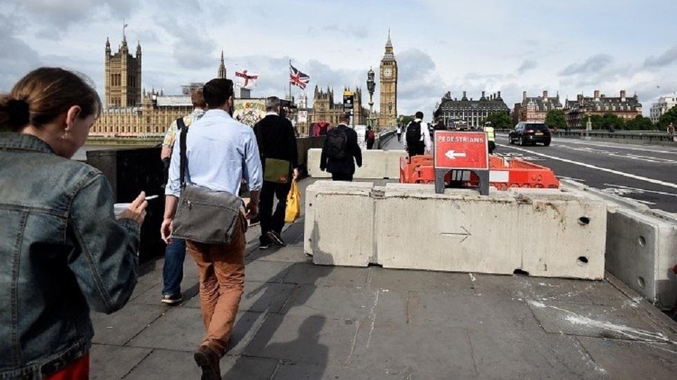 احتجاج في لندن لمناهضي إجراءات العزل العام مع رفع مستوى التأهب لمواجهة كورونا