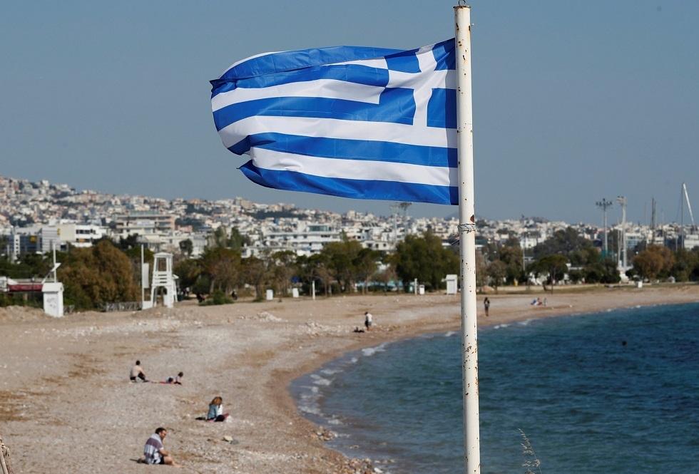 اليونان تقيم حاجزا حديديا على حدودها مع تركيا