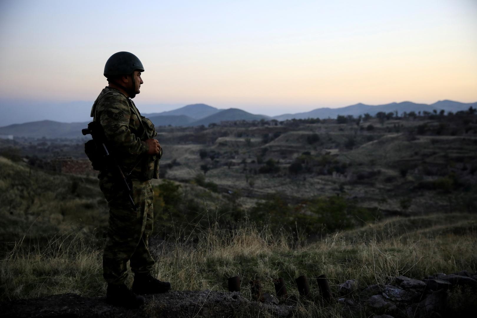 أرمينيا وأذربيجان تتبادلان الاتهامات بانتهاك الاتفاق الجديد لوقف إطلاق النار