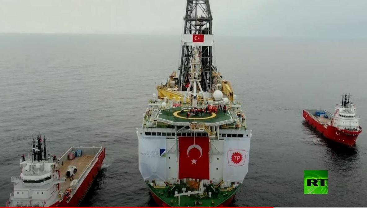 أردوغان يتفقد سفينة