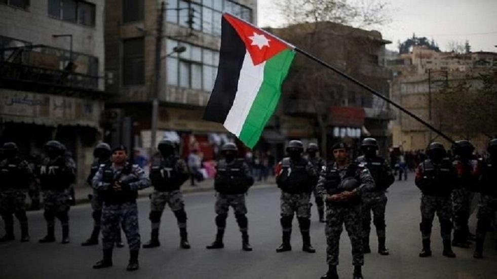 اعتقال 100 مطلوب ومشتبه به في الأردن بعد