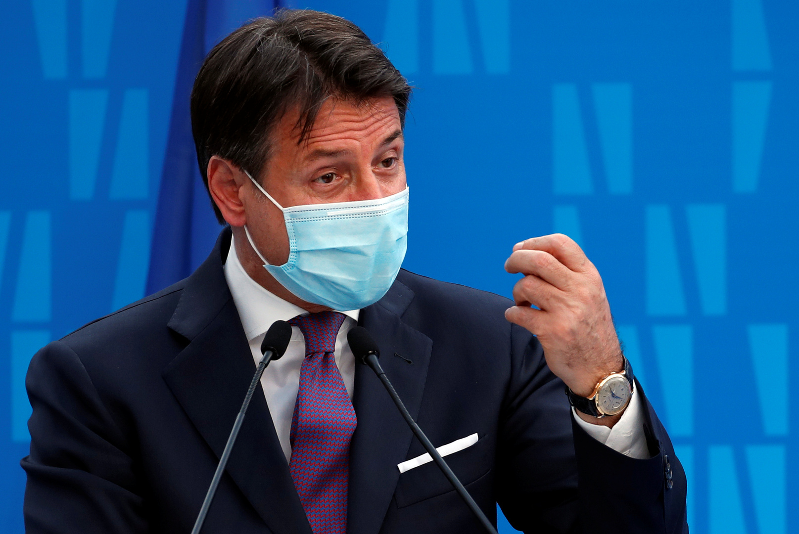 إيطاليا تطبق قيودا عامة جديدة وسط تسجيل ارتفاعات غير مسبوقة للإصابات بكورونا