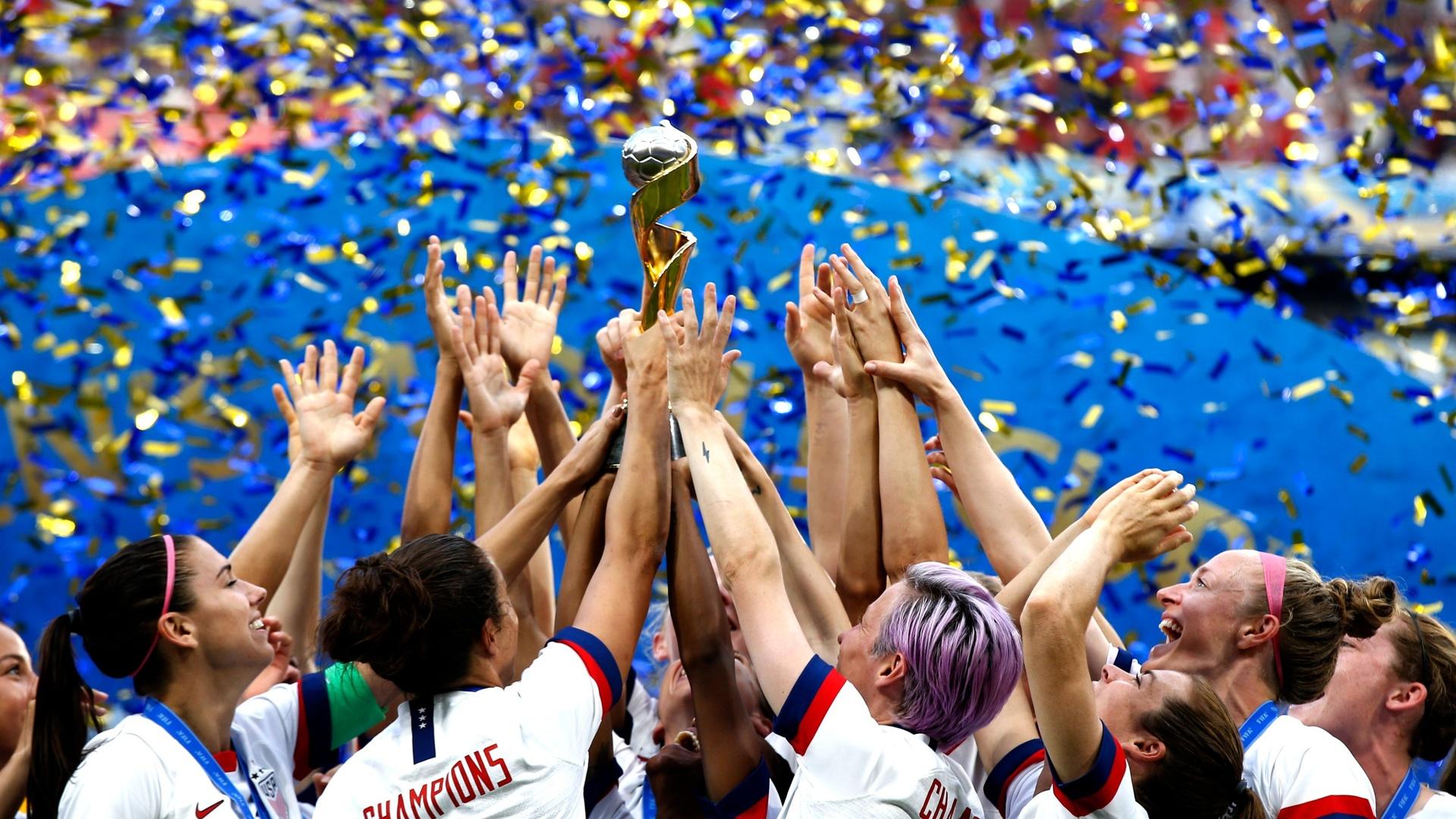 عرض ثلاثي يسعى لتنظيم كأس العالم للجنس اللطيف - 2027