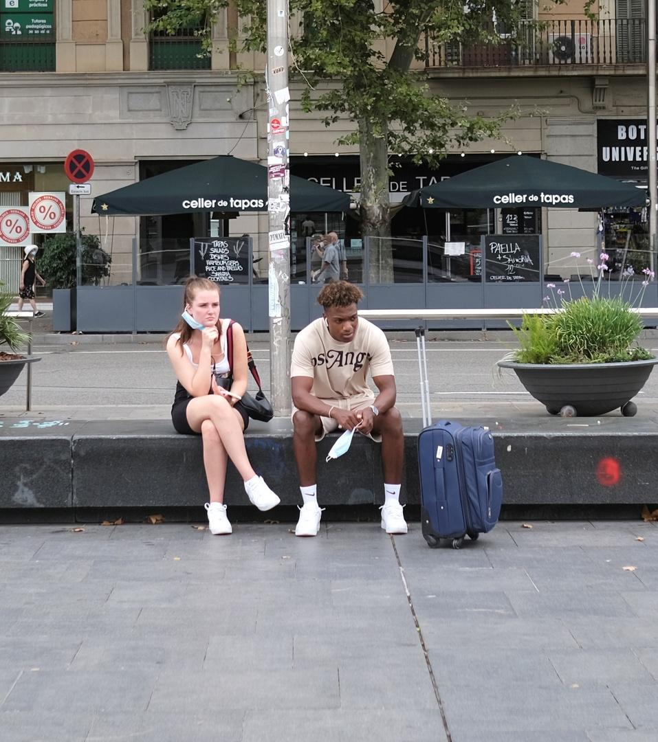 سياح في برشلونة، أغسطس الماضي.