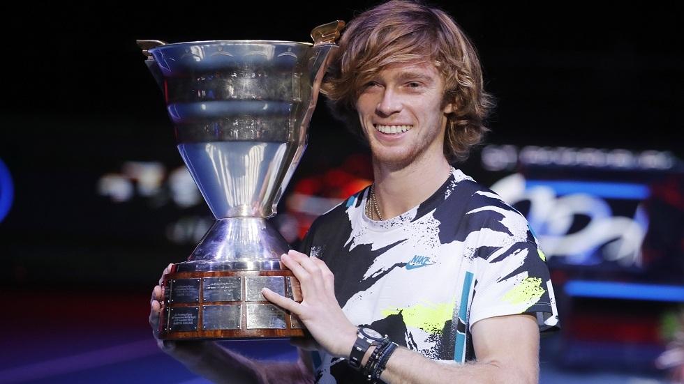 الروسي روبليف يصعد إلى المركز الثامن في تصنيف لاعبي التنس المحترفين