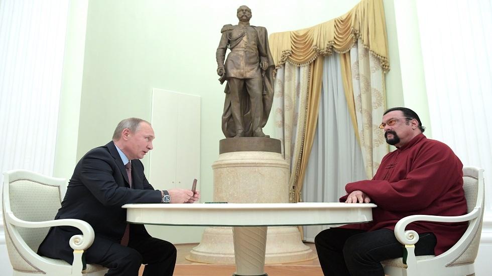 فلاديمير بوتين وستيفن سيغال
