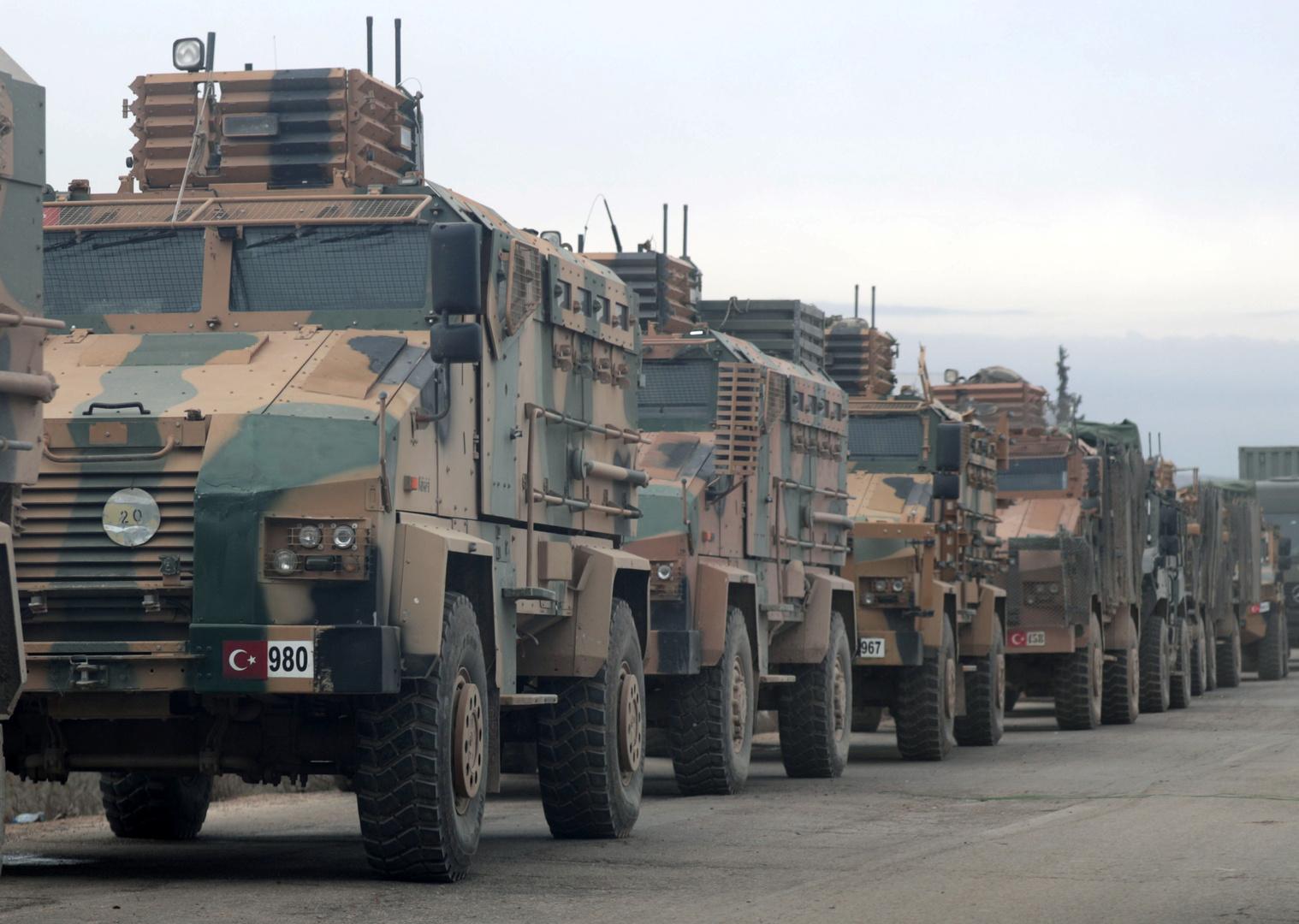 عربات عسكرية تركية في محافظة إدلب السورية.