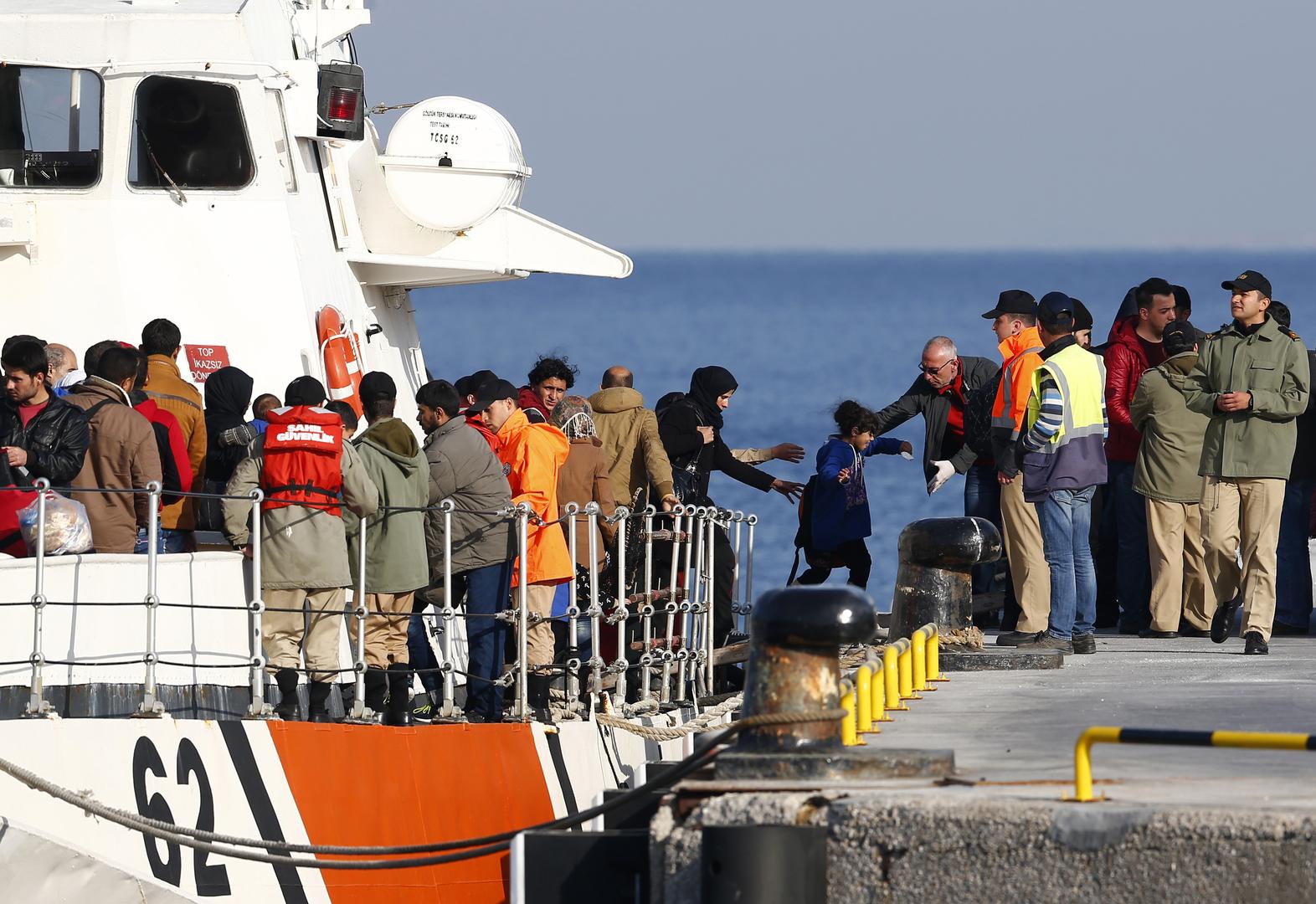 خفر السواحل التركي ينقذ 78 لاجئا بعد منعهم من دخول اليونان