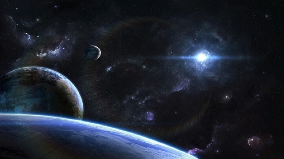 اكتشاف كوكبين بينهما