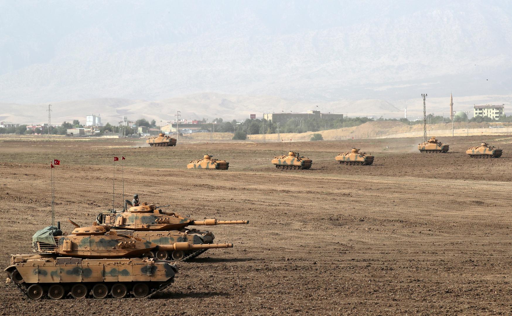 دبابات تابعة للجيش التركي على الحدود التركية-العراقية