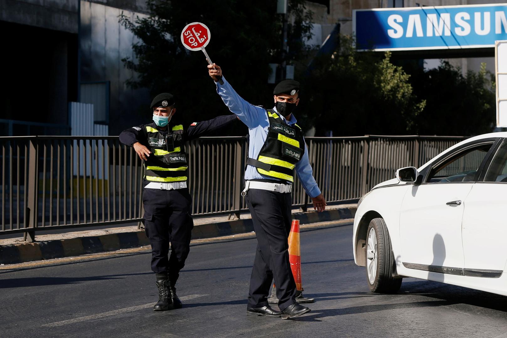 الحكومة الأردنية توضح سبب اختيار الجمعة للحظر الشامل