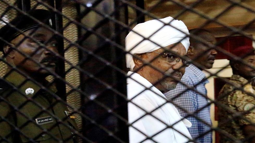 المحكمة الجنائية: يجب أن يواجه البشير العدالة بشأن الجرائم في دارفور