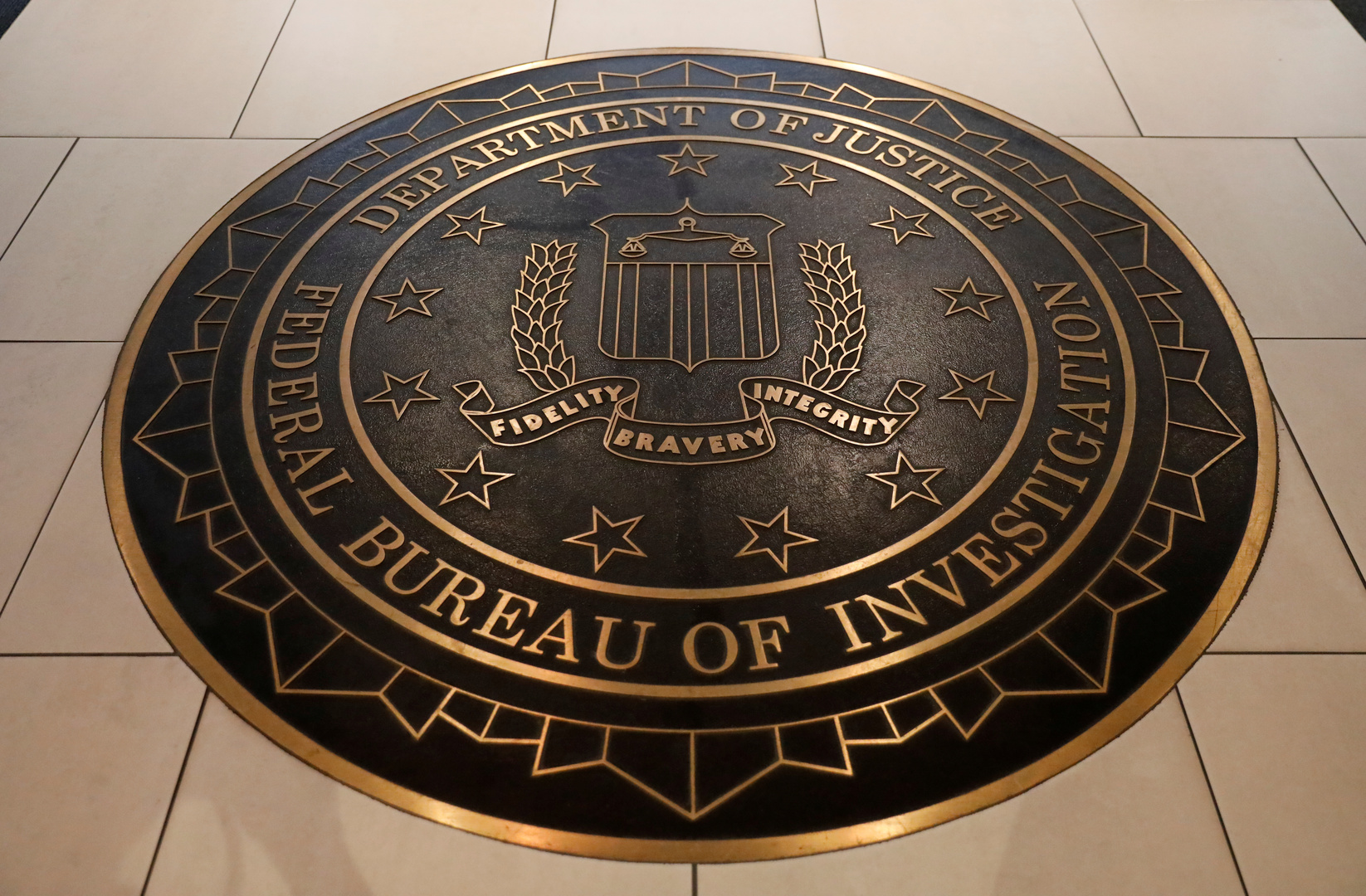 شعار مكتب التحقيقات الفدرالي الأمريكي (FBI).