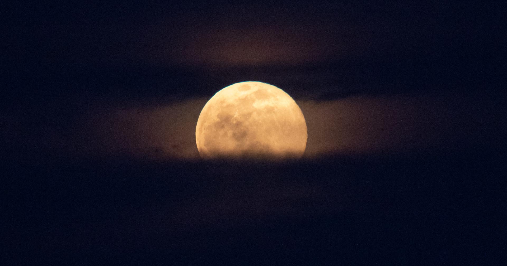 الولايات المتحدة تدعو البرازيل للمشاركة في برنامجها لاستكشاف القمر