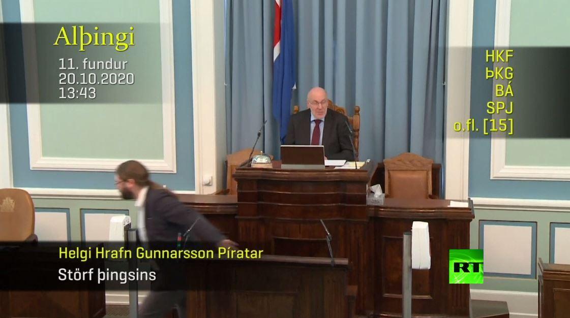 شاهد.. هزة أرضية تقطع جلسة البرلمان في إيسلندا