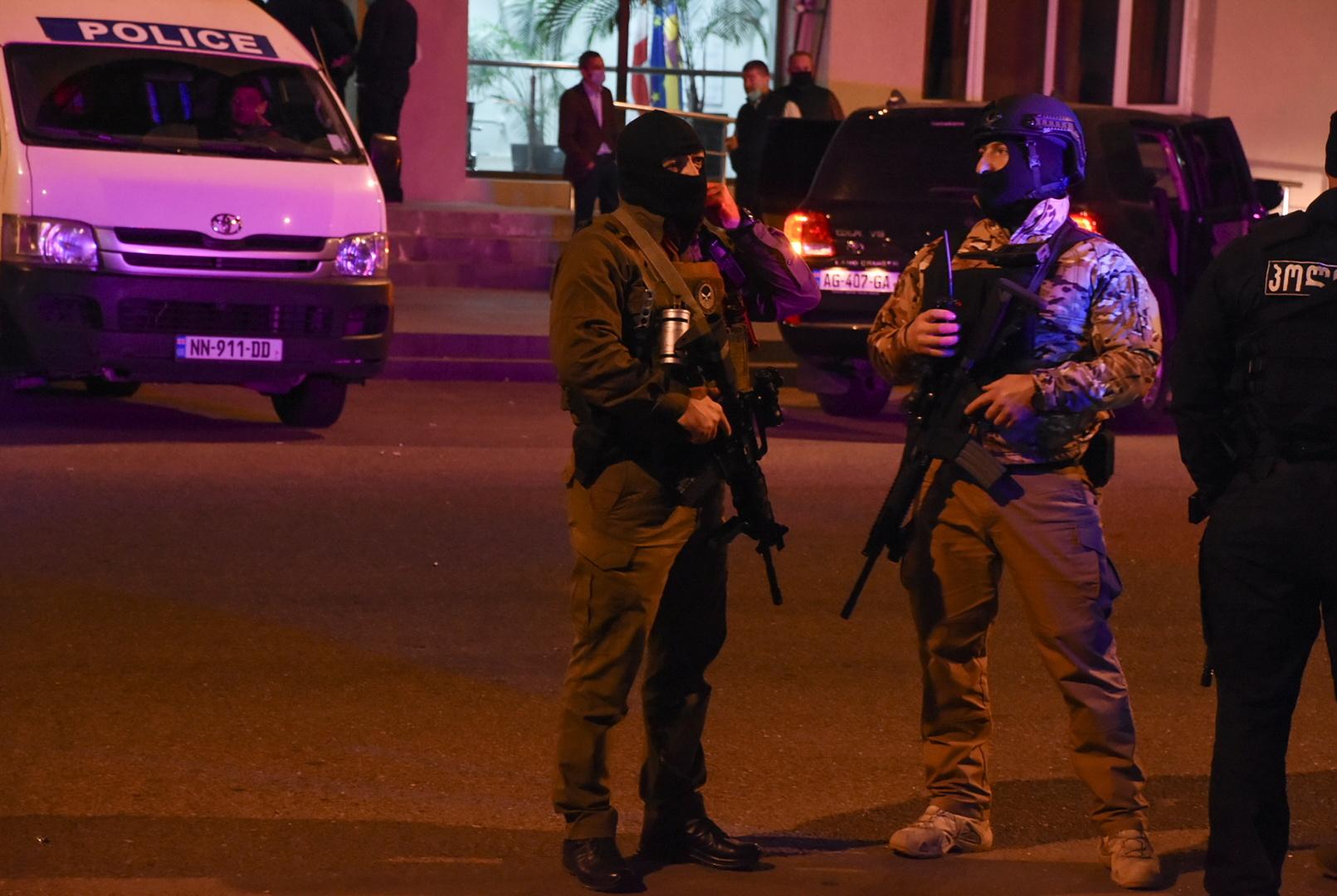 الداخلية الجورجية تعلن تحرير 43 رهينة احتجزهم مسلح في بنك والعملية الأمنية لا تزال جارية