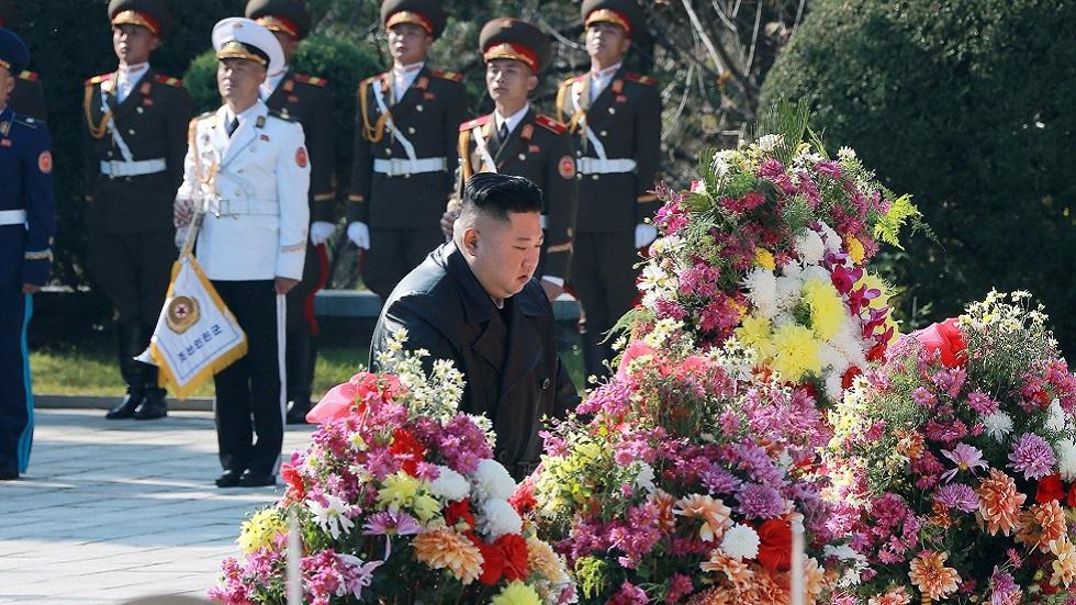 كيم يحيي ذكرى الجنود الصينيين الذين قتلوا خلال الحرب الكورية