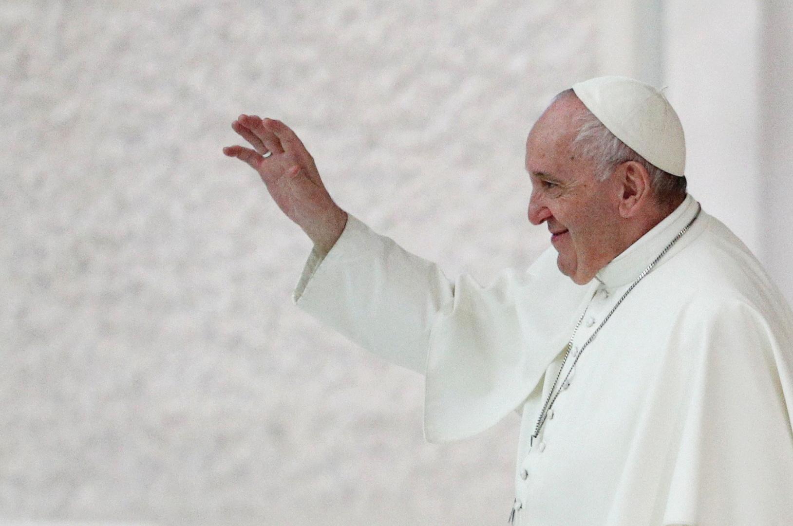 مسؤول بالفاتيكان معلقا على كلام البابا حول حق المثليين بتكوين أسرة: الزواج سر وضعه الله