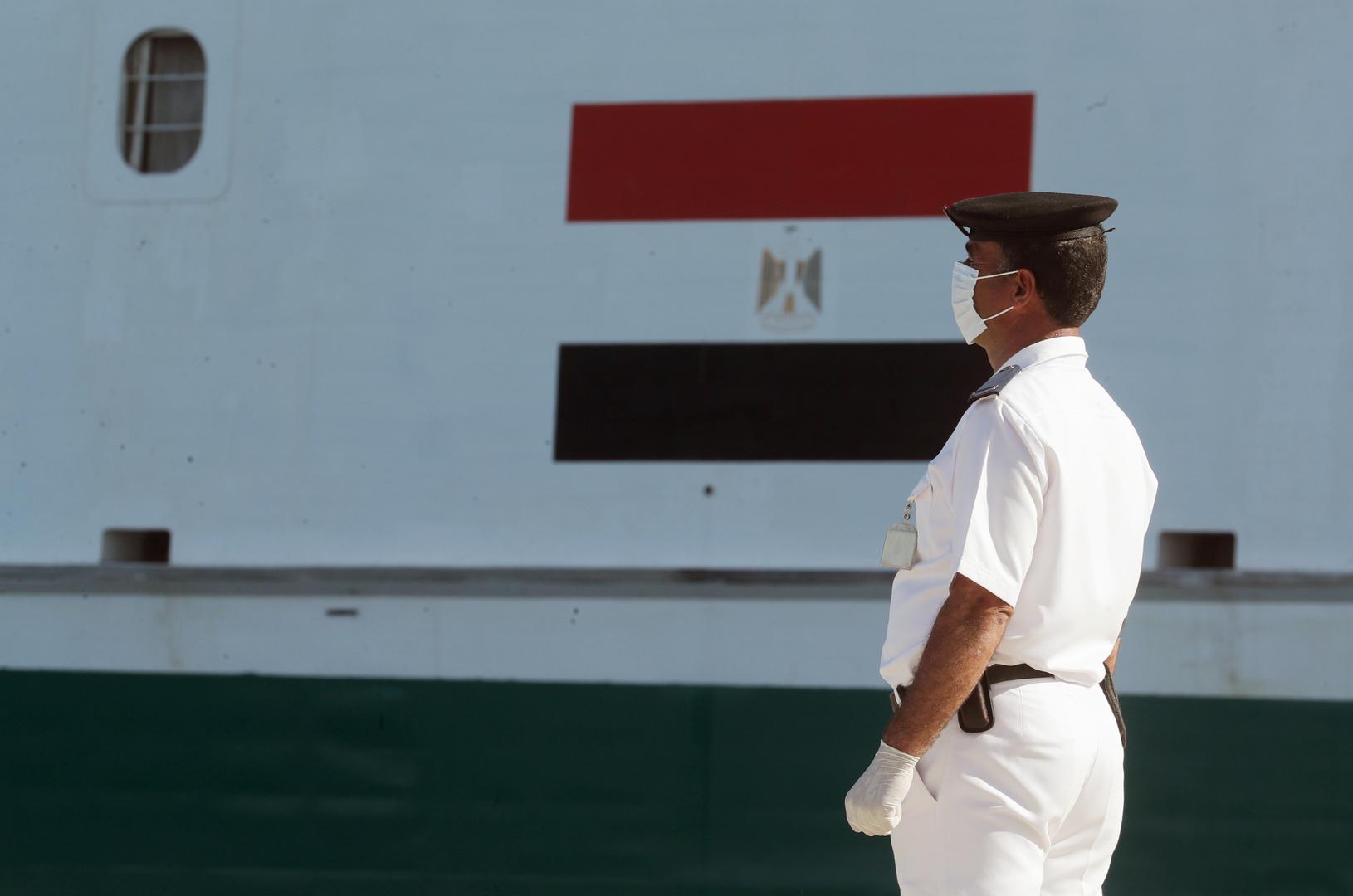 البحرية المصرية تنقذ مركبا يرفع العلم التركي في عمق المتوسط