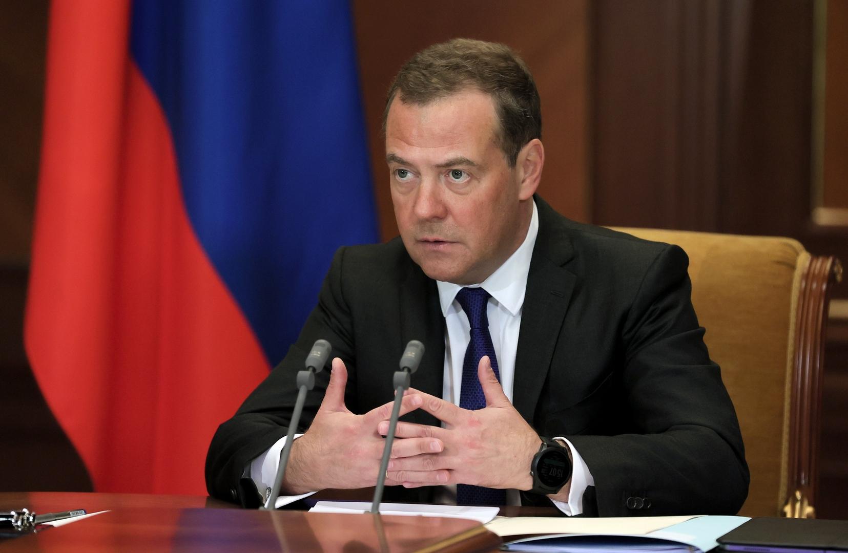 مدفيديف: موسكو تعول على خطوات مماثلة من شركائها في الغرب