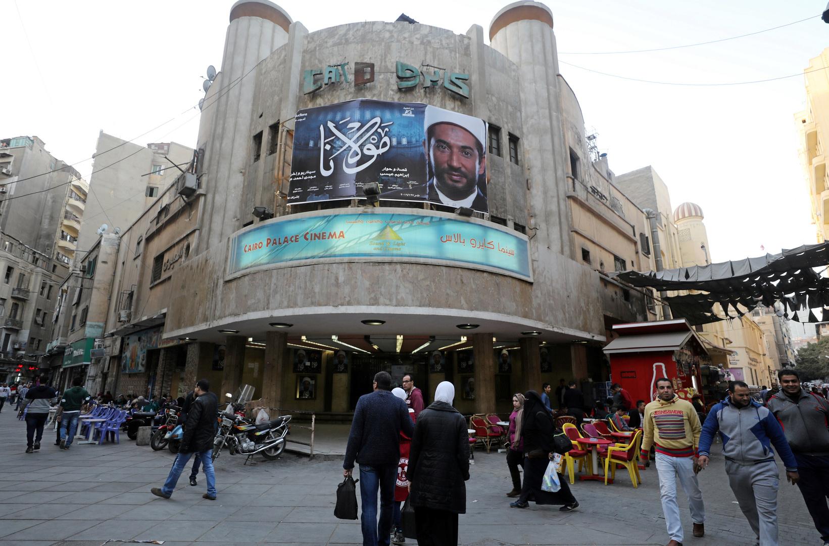 فنانات مصر يتنافسن بإطلالاتهن على السجاد الأحمر لمهرجان الجونة السينمائي